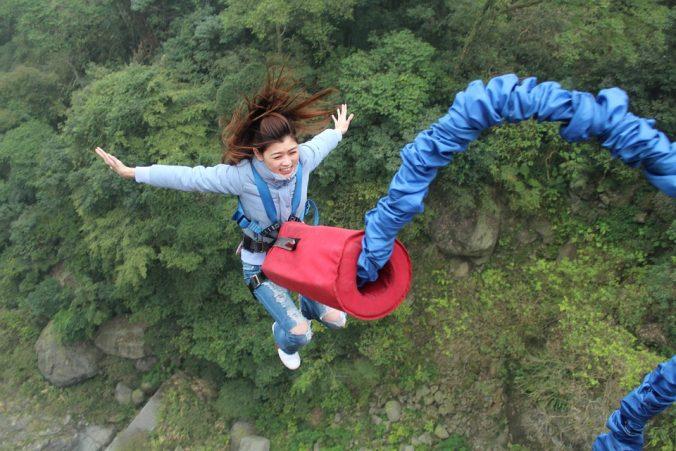 Faire un saut à l'élastique pour un voyage en France